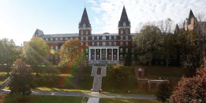 Holy Cross, College of theLogo