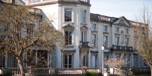 Roehampton, University ofLogo