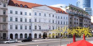 Webster Vienna Private UniversityLogo